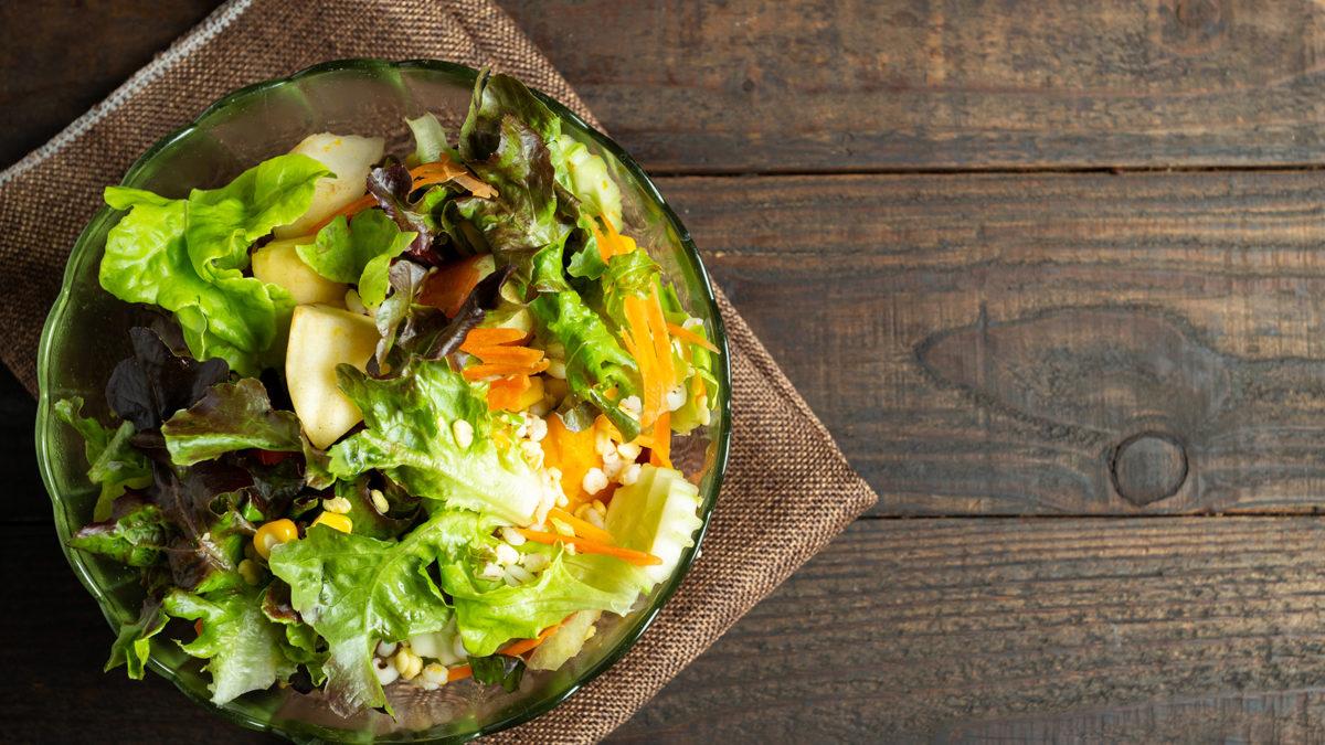 Зелёный салат из овощей