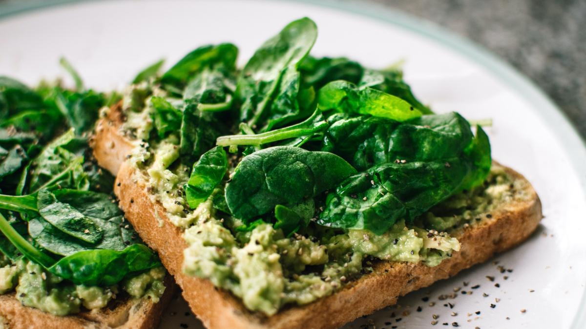 Тёплые бутербродики со шпинатом, брокколи и чесноком